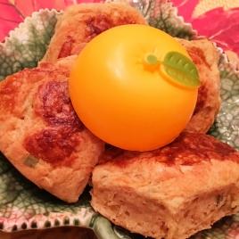 Pães integrais de mel com sálvia e raspas de laranja