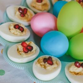 Ovos recheados com creme de abacate